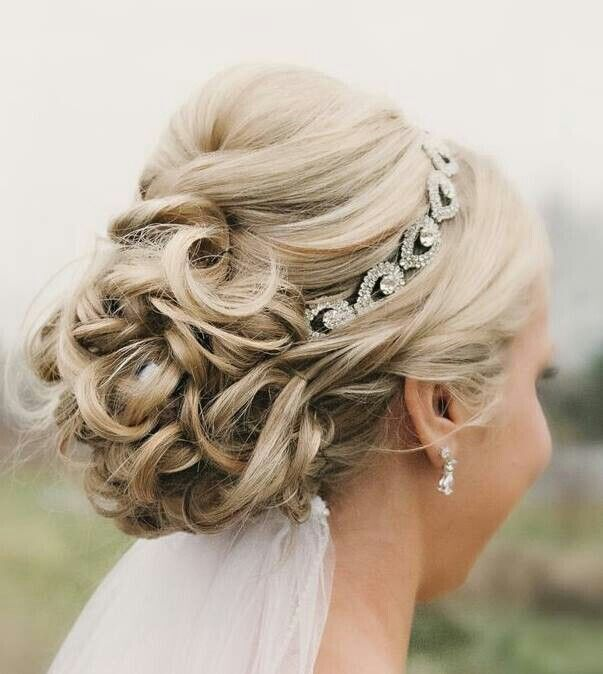 25 Glorious Wedding Hairstyles For Medium Hair