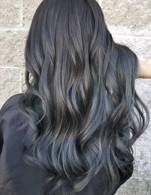 18 Ideas To Style A Grey Hair Look Pretty Designs