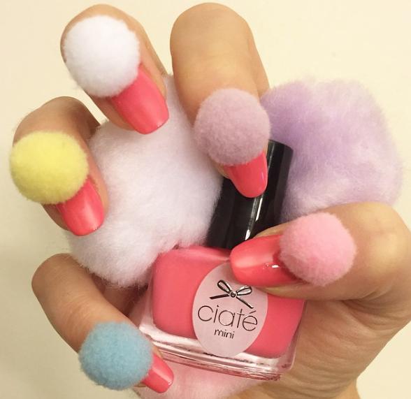 12 leuke en schattige Pom Pom Nail Designs Nails  Pom - Pom Nail Designs
