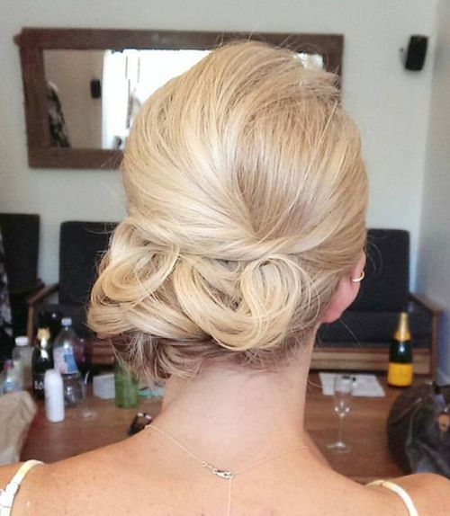 26 amazing bun updo ideas for long medium length hair pretty designs. Black Bedroom Furniture Sets. Home Design Ideas