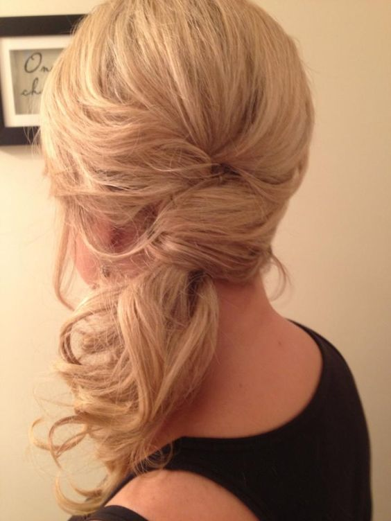 12 Bridesmaid Hairstyles For Your Next Wedding