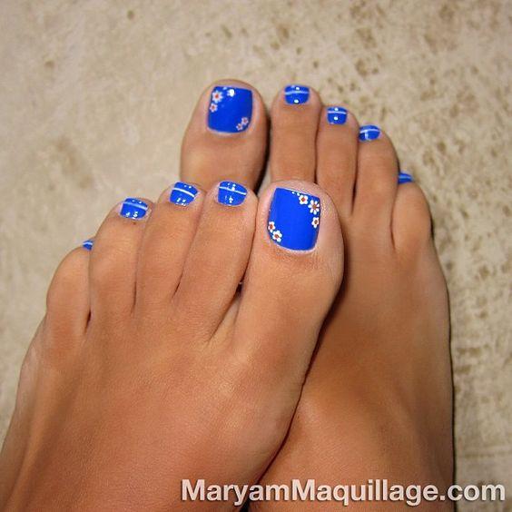 Blue Toe Nails with Flowers via