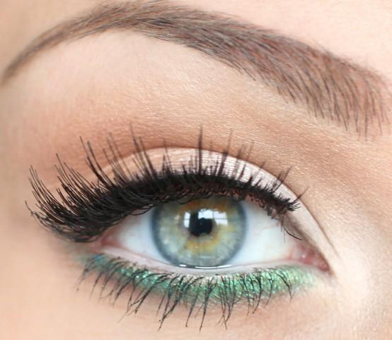 Colored-bottom-eyeliner