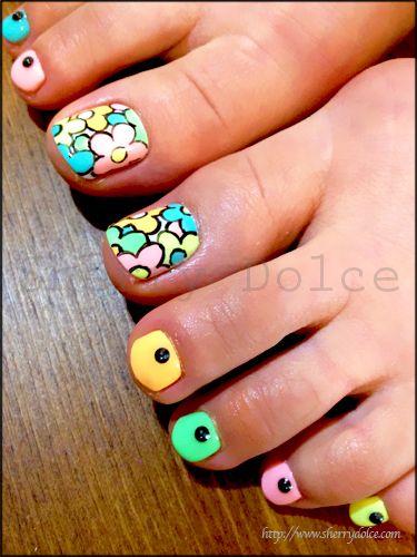 Colorful Toe Nails via