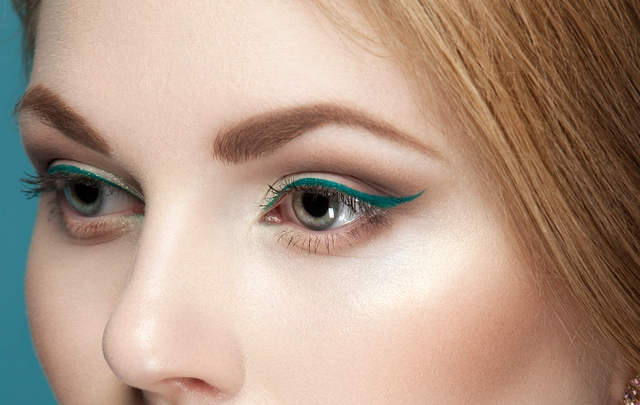 Girl-Turquoise-Liner