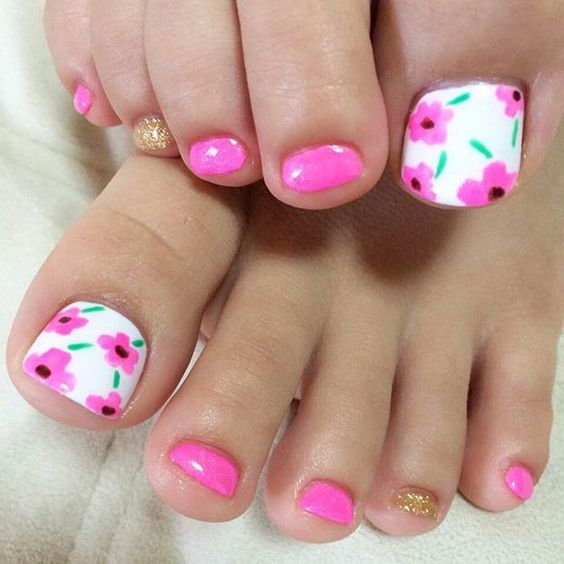 Pink Floral Toe Nails for Summer via