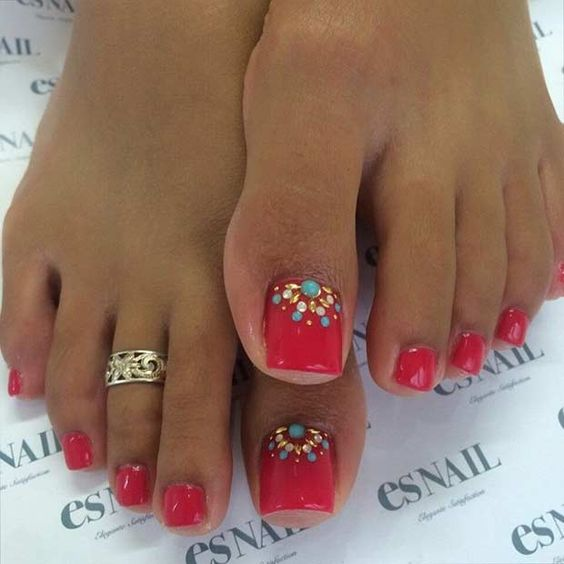 Red Toe Nails via