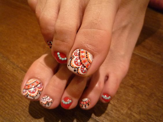 Toe Nails with Dots via