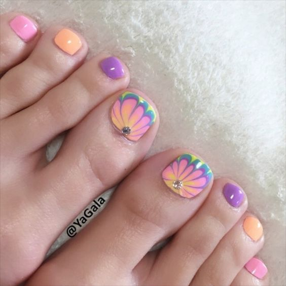 Water Marble Toe Nails via