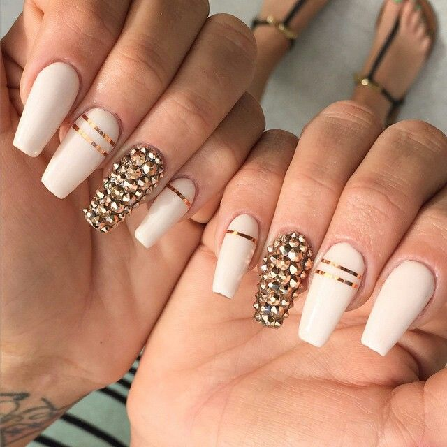 White Nails with Sparks via