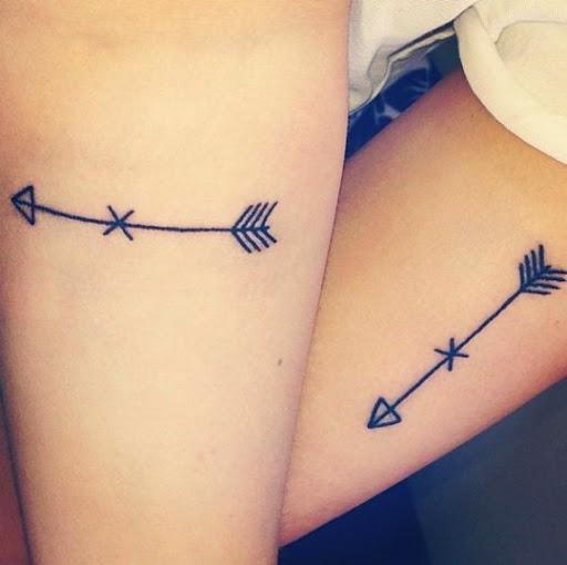 30 erstaunliche Pfeil Tattoos für Frauen