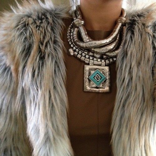 How to Choose the Right Jewelry For Any Outfit