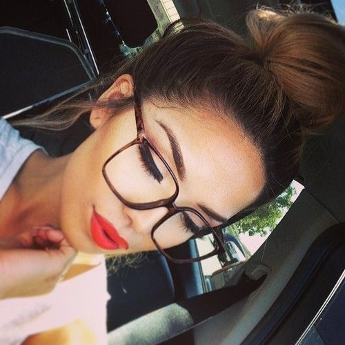 7 Makeup Tips For Women Who Wear Glasses