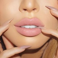 7 Ways to Keep Your Lips From Drying Out