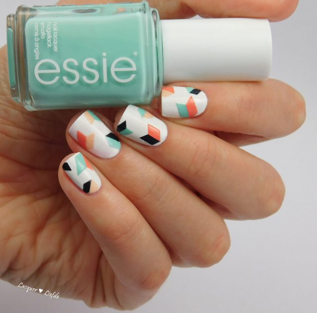 Arrow-inspired Nails via