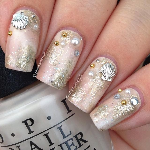 Beach Nails with Seashells via
