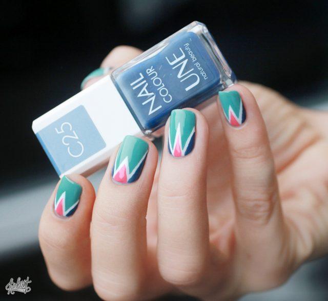 25 geometrische manieren om mooie nail-arts te maken Nails  Nail care Nail art Nail mooie manieren manicure maken glitter geometrische fashion Culture Blue nails Aesthetics