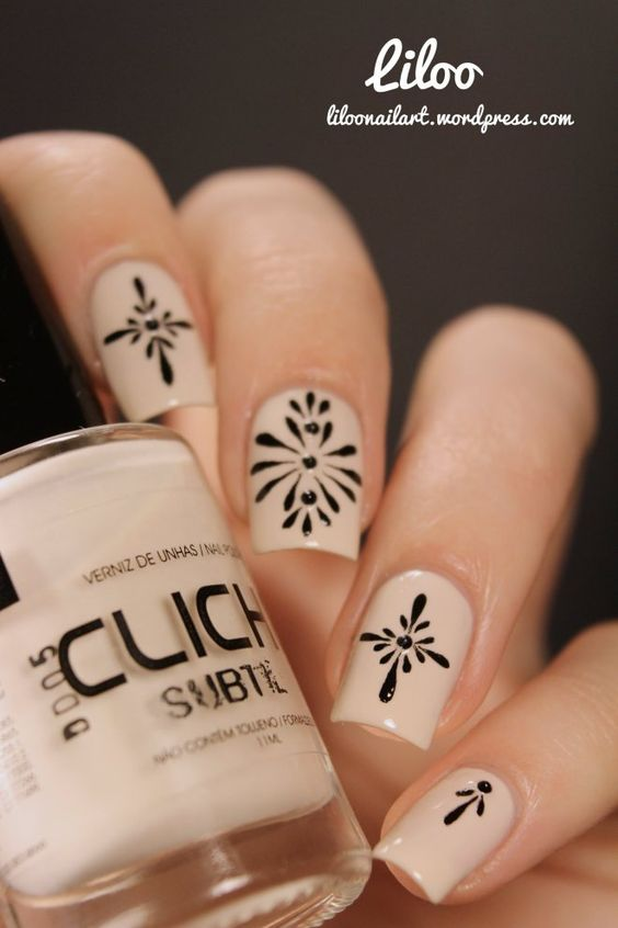 beige-and-black-nail-art via