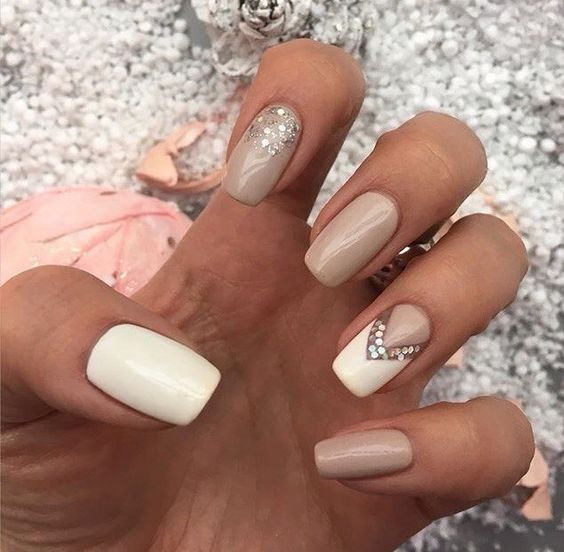beige-and-white-nails via
