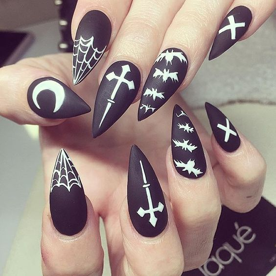 black-and-white-nails via