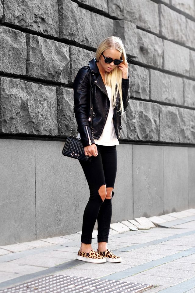 black-and-white-outfit-with-leopard-loafers via