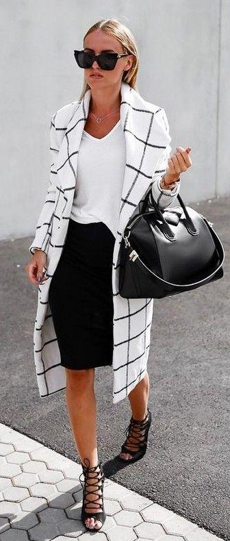 black-and-white-outfit-with-plaid-blazer via