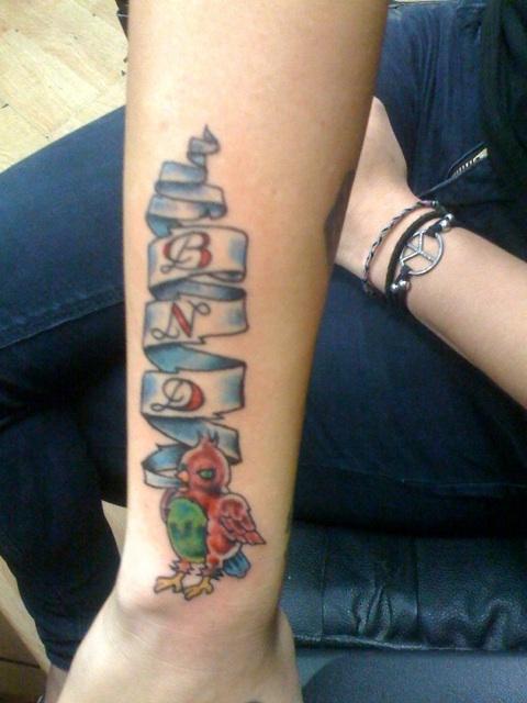 cassadee-pope-hand-brid-tattoo
