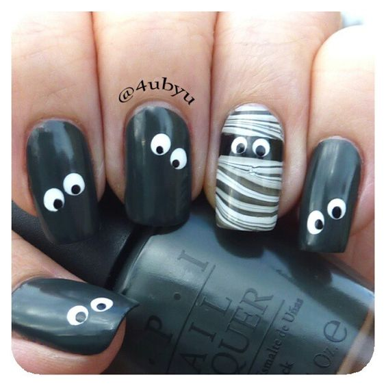 eye-halloween-nails via
