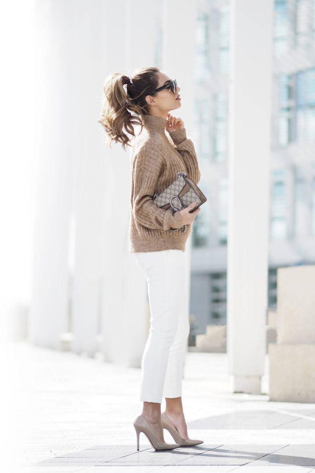 turtleneck-and-white-pants via
