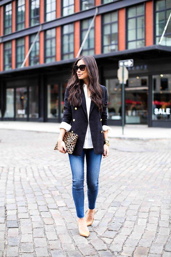 black-blazer-blue-jeans-and-leopard-handbag via