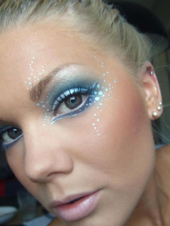 blue-eye-shadow via