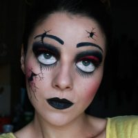 broken-doll-eye-makeup via