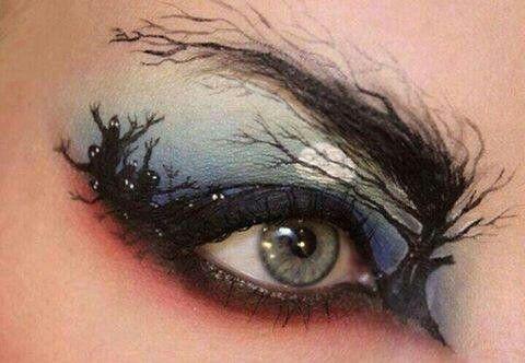 creepy-halloween-eye-makeup via