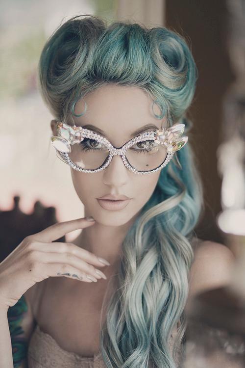 green-ponytail via