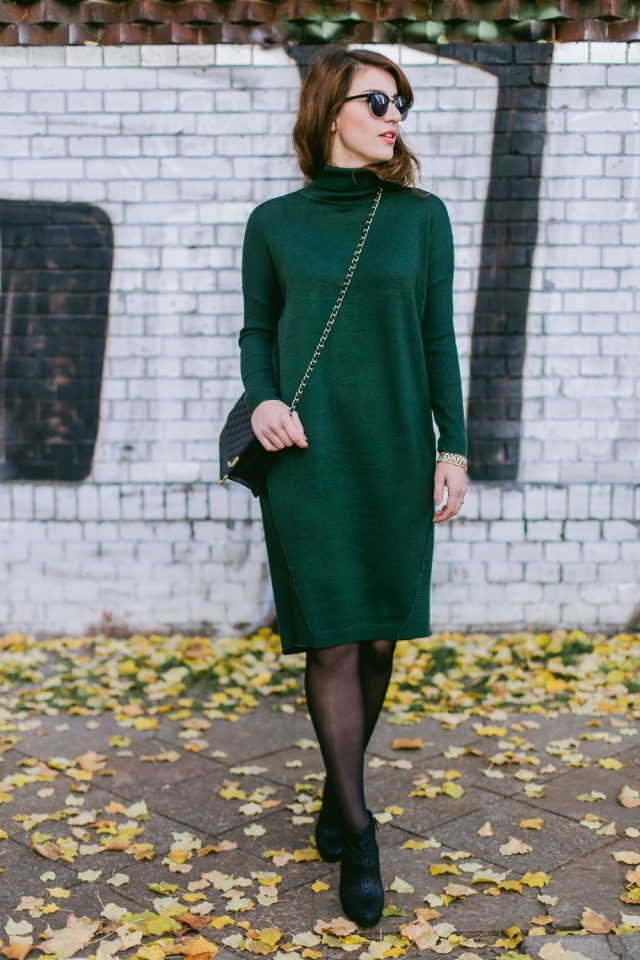 green-turtleneck-dress-and-boots via