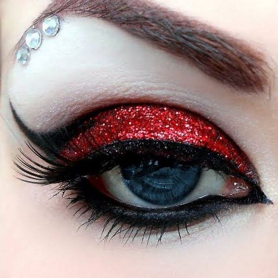 red-glitter-eye-makeup via