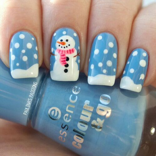 blue-and-white-nails via