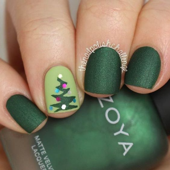 christmas-tree-nails via