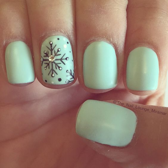 mint-nails-with-snowflakes via