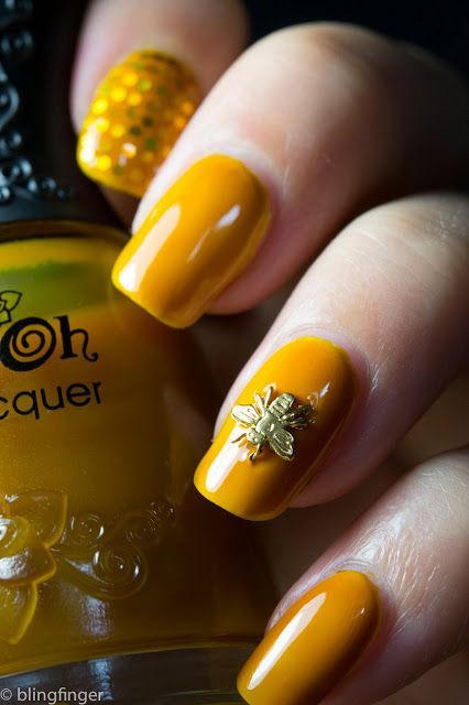 mustard-nails-with-a-cute-bee via