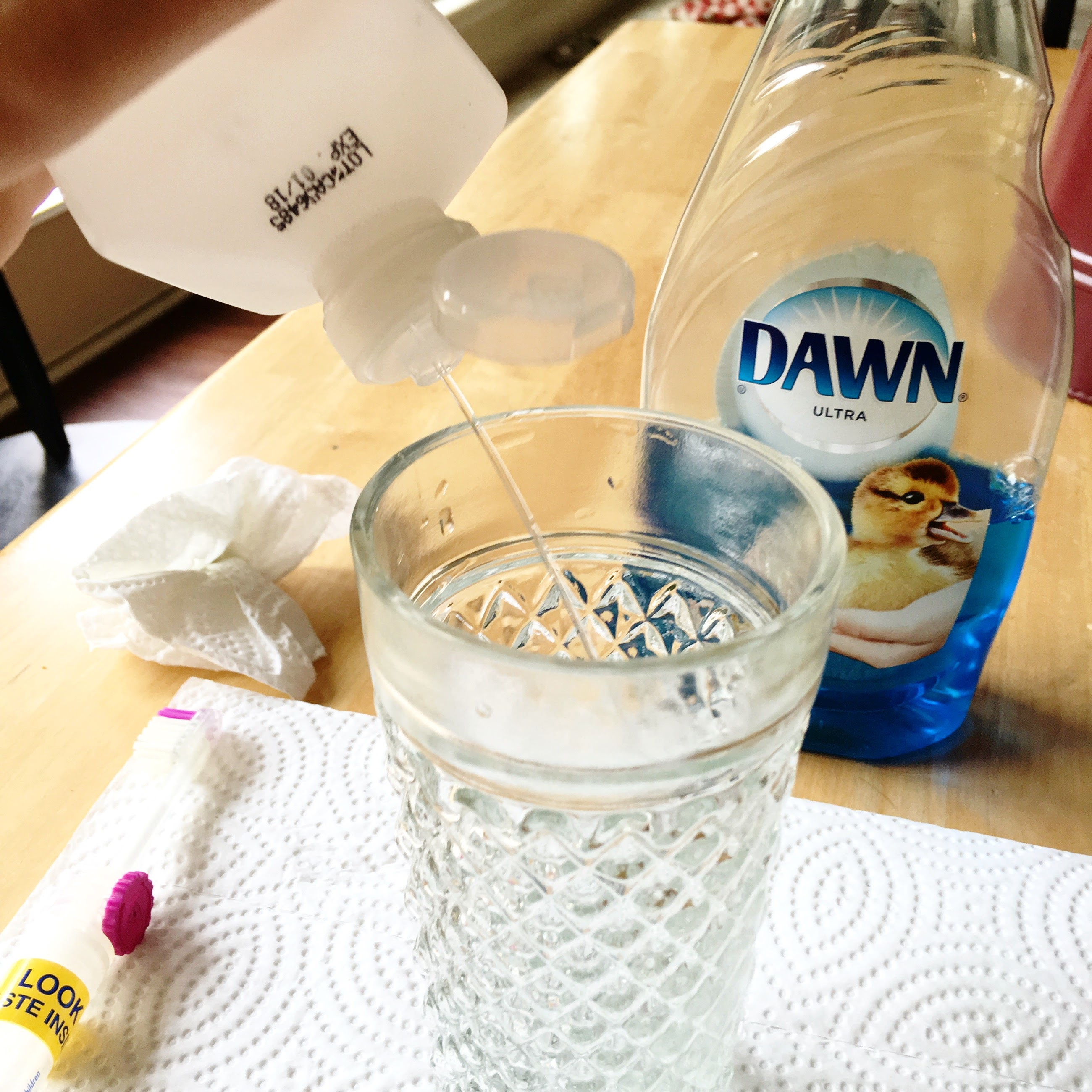 Hoe u uw trouwringen gemakkelijk schoon kunt maken Sieraden  verloving Toothbrush Soap Ring Hygiene Home Dishwashing liquid Dishwashing Cleaning products Chemical substances
