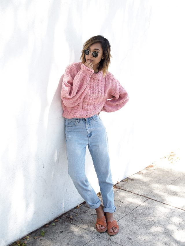 pink-sweater-and-pale-loose-jeans via
