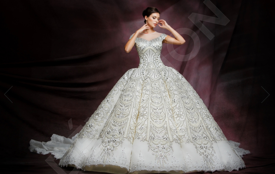 Timeless Venetian Beauty Takes Its Full Toll In This One Of A Kind Wedding Gown Majestic Princess Cut Combined With The Finest Embellishments Makes