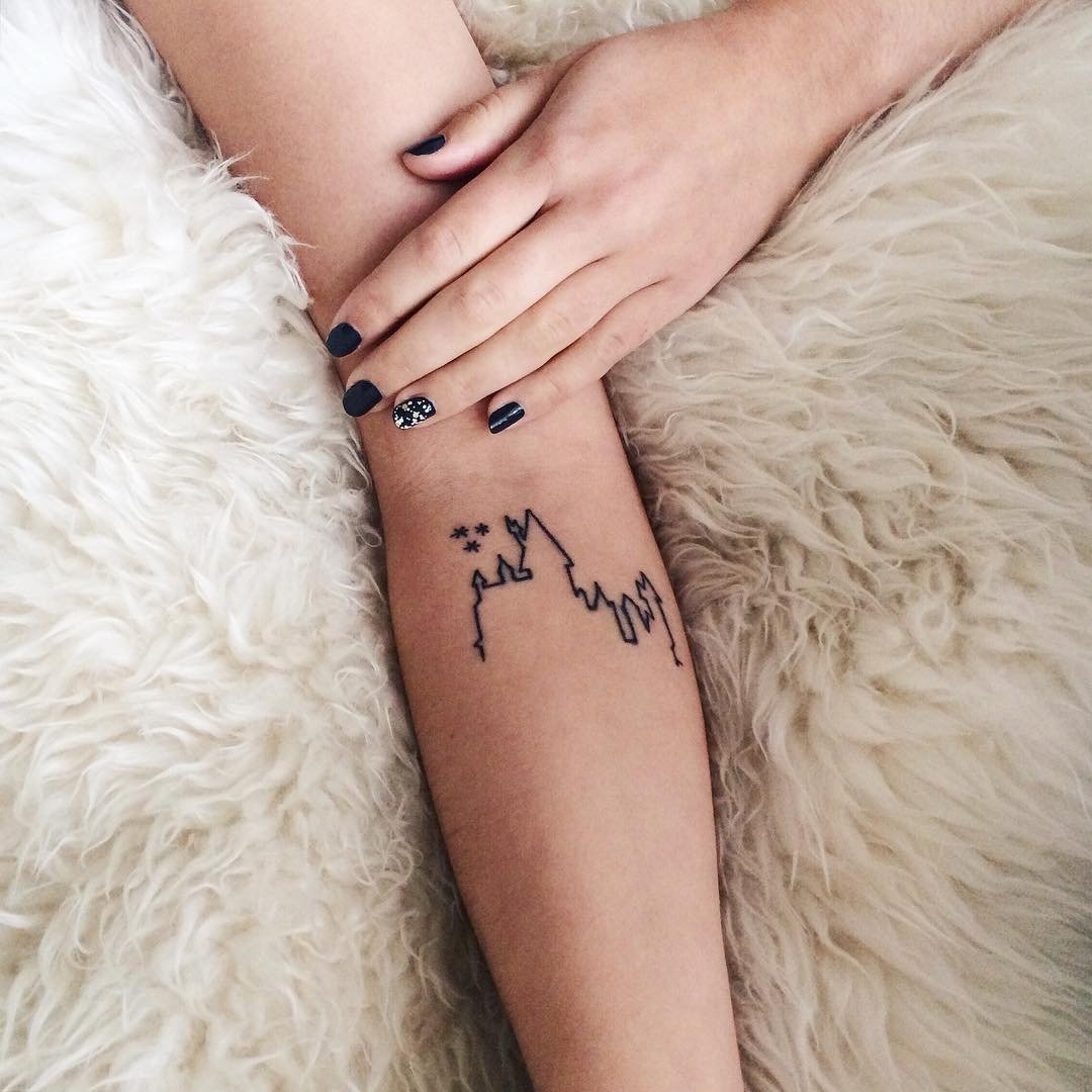 25 Cute Small Feminine Tattoos for Women - Tiny Meaningful Tattoos