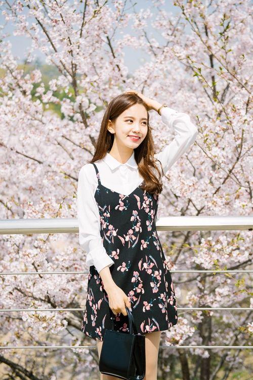 10 Korean Beauty Secrets You Need to Know Schoonheid  Sunscreen slough Skin care Self-care Moisturizer Lotion Korean beauty standards Koreaans Cosmetics in Korea Cosmetics Consumer goods Cleanser BB cream Aesthetics