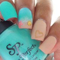 Beachy Aqua Manicures For Summer