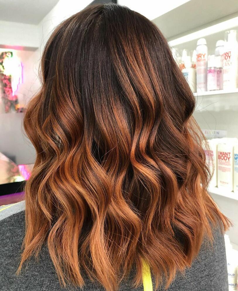 highlighted balayage medium hairstyle 2022