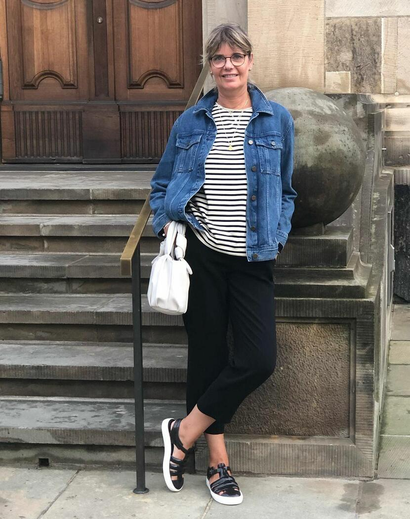 Stripes outfit ideas for women over 40