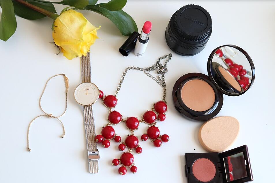 beauty-flat-lay-makeup-cosmetics