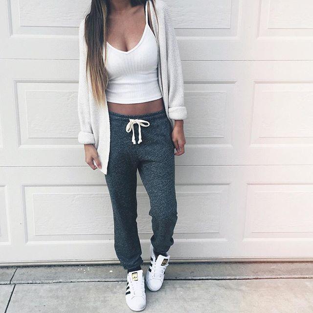 Süße Sommeroutfits für die Schule - KoUncle   Süßes Jogginghosen-Outfit, Lazy Day-Outfits, Sportliche Outfits